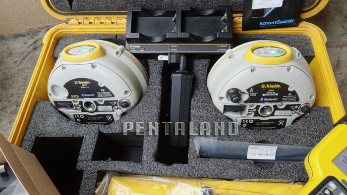 Trimble GNSS RTK R8 Model 3 base rover with TSC3 TDL450H